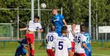 Obenauf: Die Spvgg Besigheim (blau) im Spiel gegen den TSV Bönnigheim.